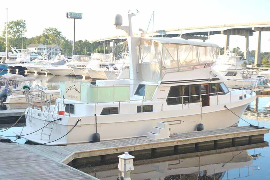 Ocean Alexander 456 Classico - Starboard Side from Dock
