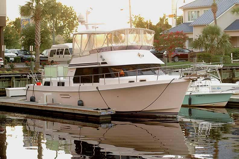 Ocean Alexander 456 Classico - Starboard Side at Dock