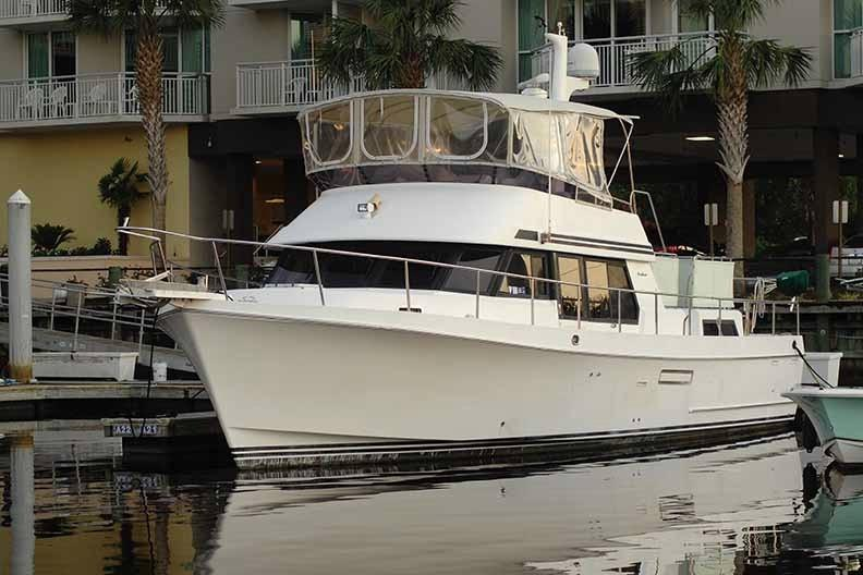 Ocean Alexander 456 Classico - Port Side at Dock