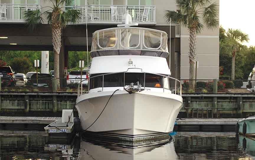 Ocean Alexander 456 Classico - View of Bow at Dock