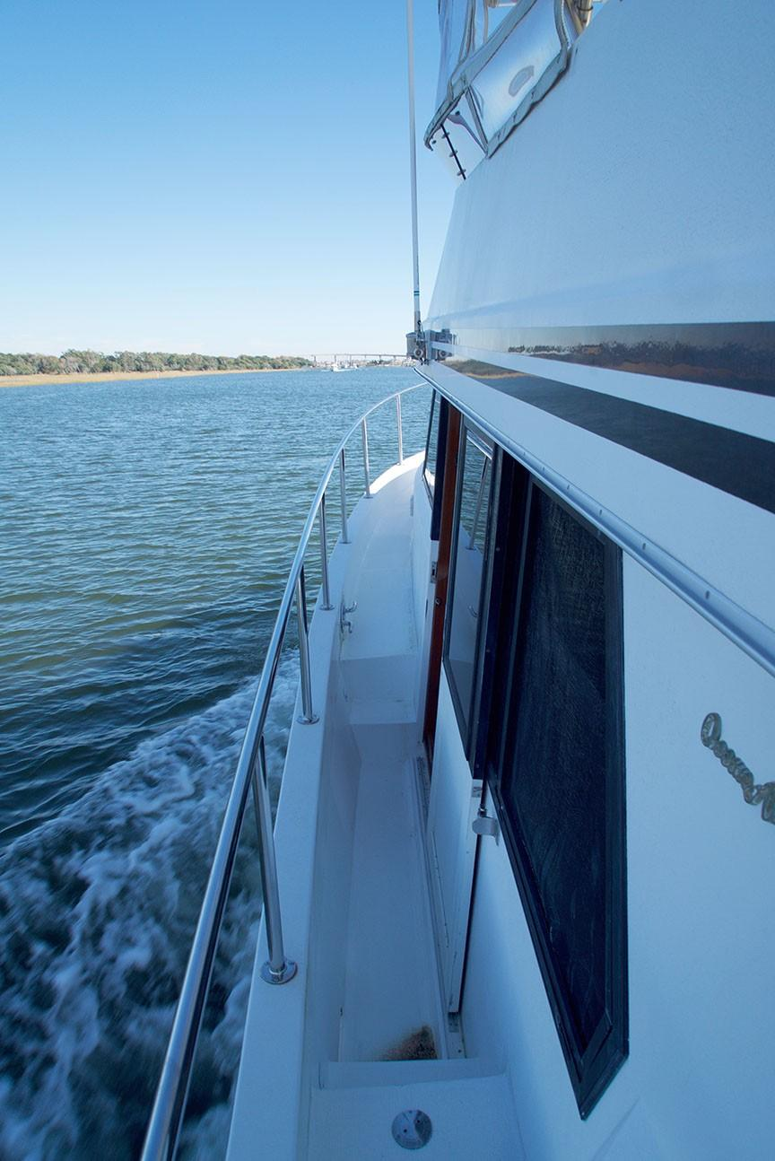 Ocean Alexander 456 Classico - Underway Forward from Gangway