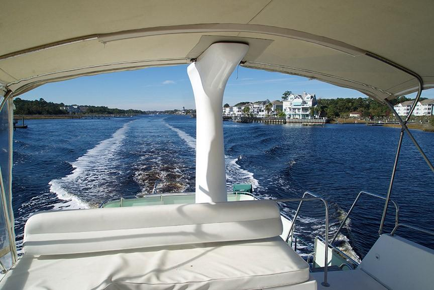 Ocean Alexander 456 Classico - Underway Aft View Bridge