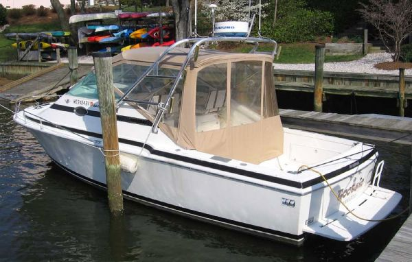 Bertram Bahia Mar Express Cruiser. Listing Number: M-3582977