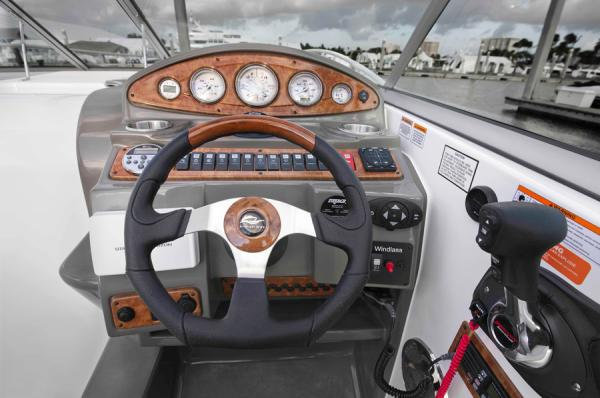 2013 Rinker boat for sale, model of the boat is 290 Express Cruiser & Image # 3 of 10
