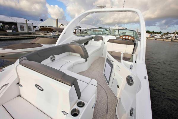 2013 Rinker boat for sale, model of the boat is 290 Express Cruiser & Image # 5 of 10