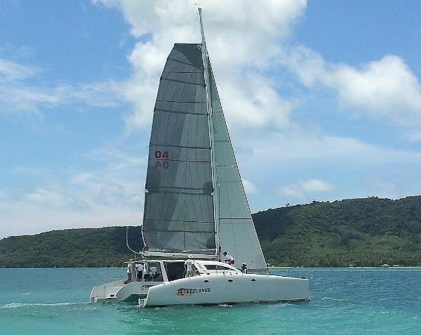 Stealth 12.6 Under sail