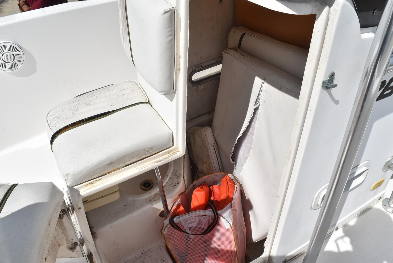 1999 Century boat for sale, model of the boat is 2600 CC & Image # 15 of 18