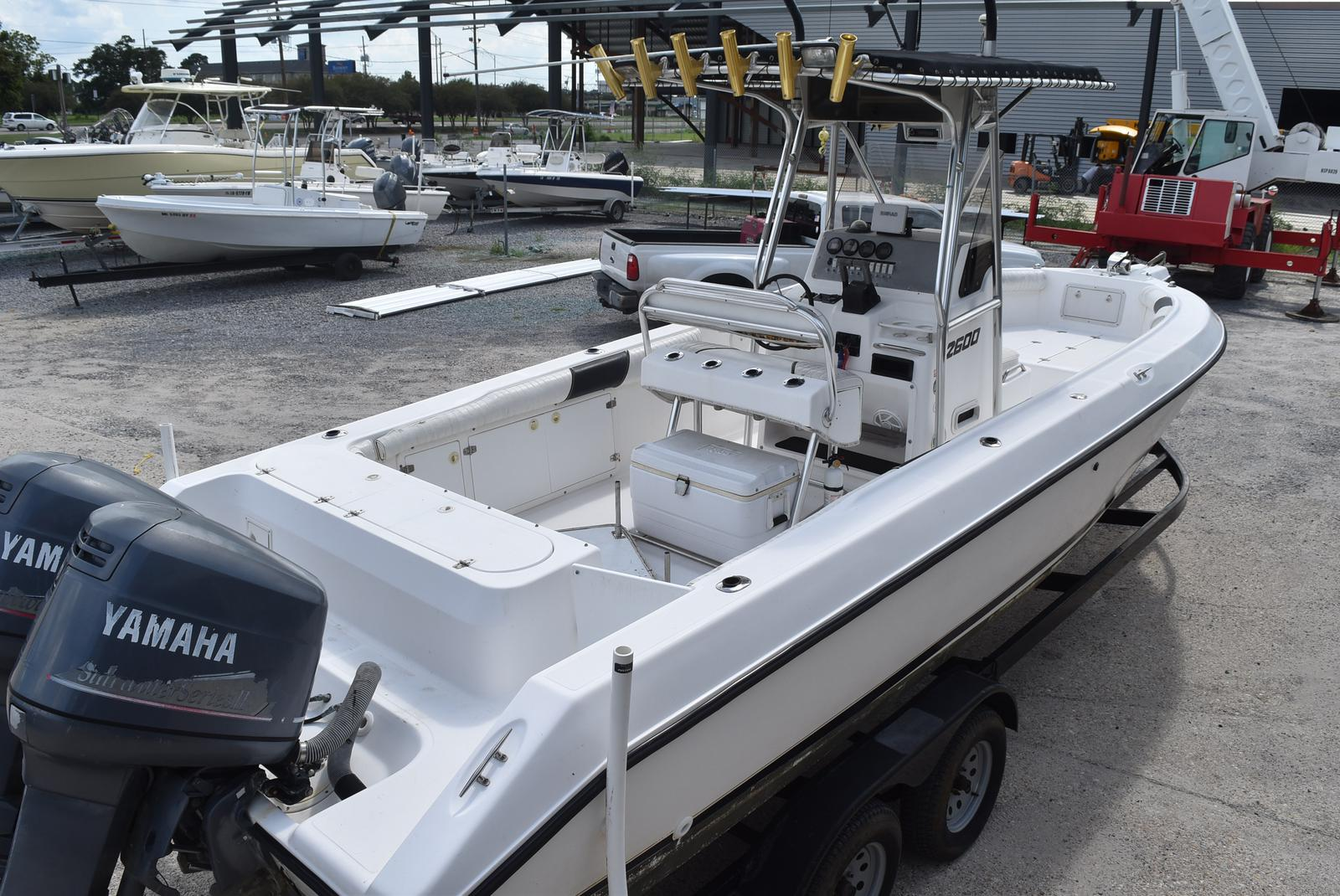 1999 Century boat for sale, model of the boat is 2600 CC & Image # 6 of 18