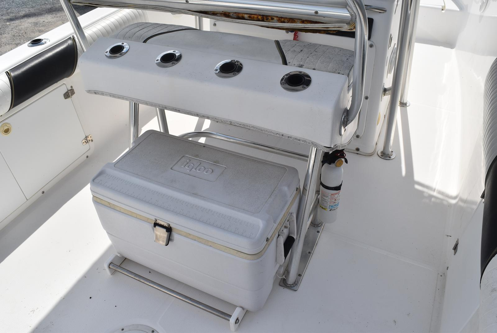 1999 Century boat for sale, model of the boat is 2600 CC & Image # 8 of 18