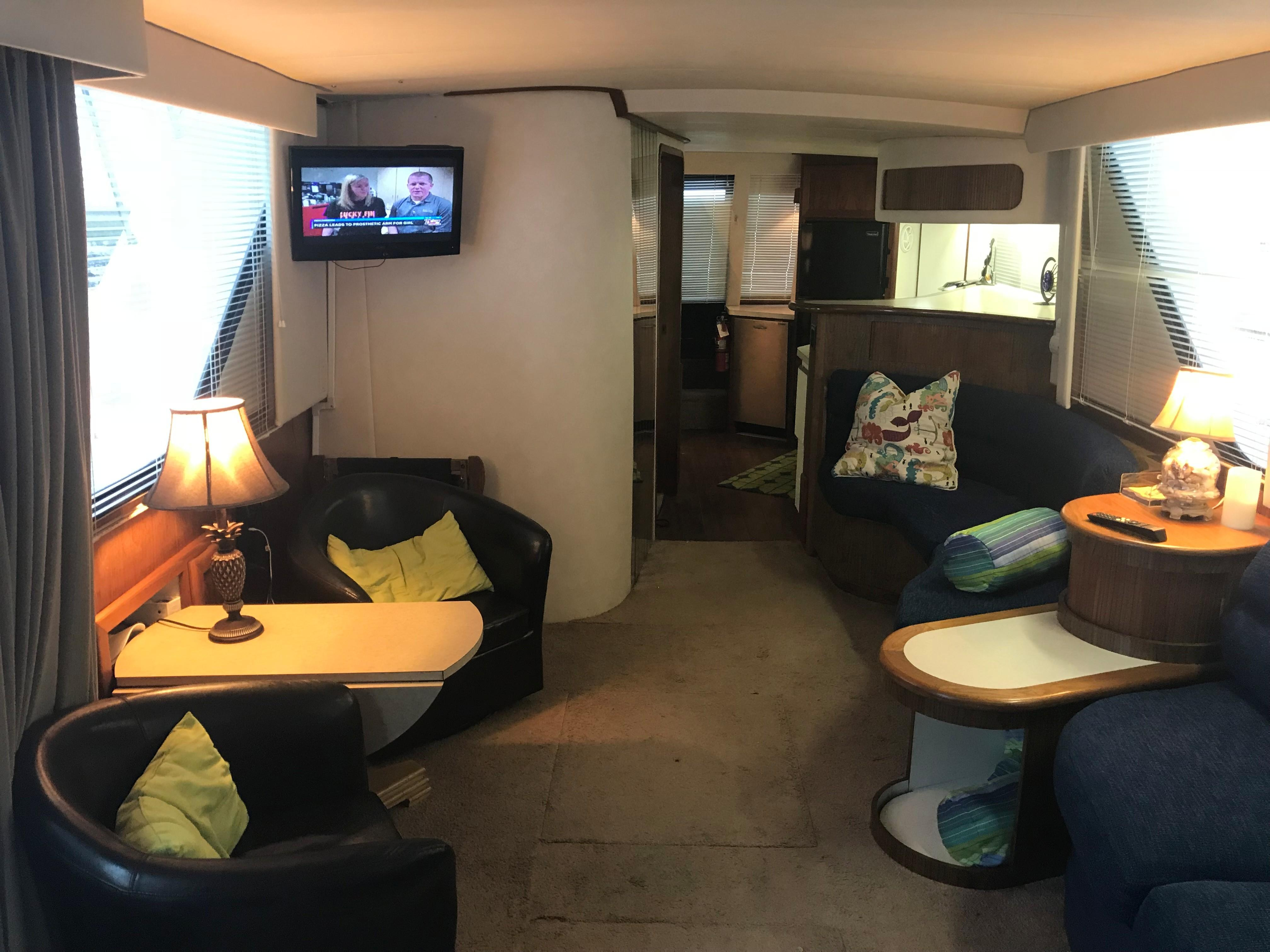 Bluewater Yachts 48 Houseboat - Salon looking aft
