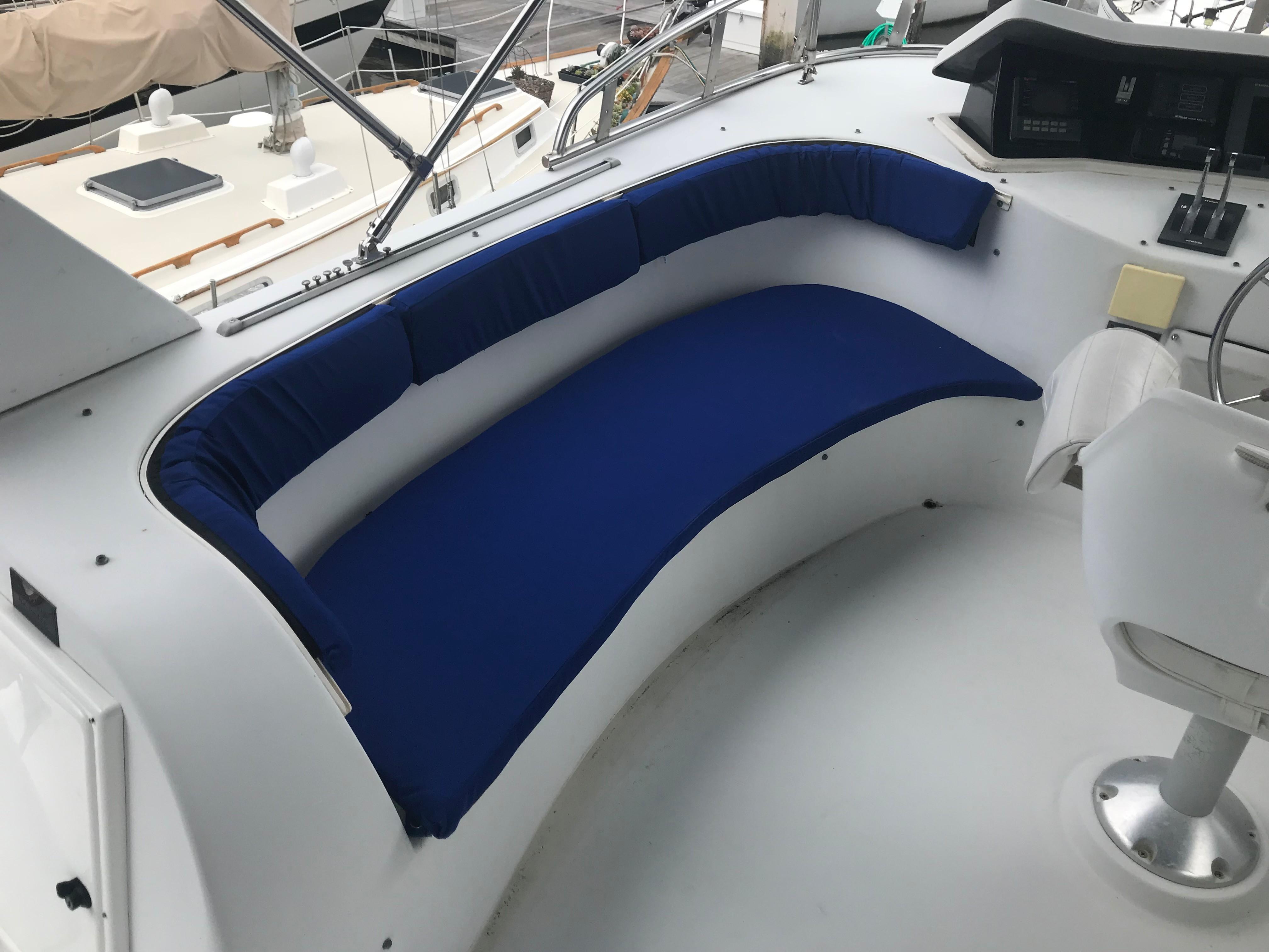 Bluewater Yachts 48 Houseboat - Flybridge seating