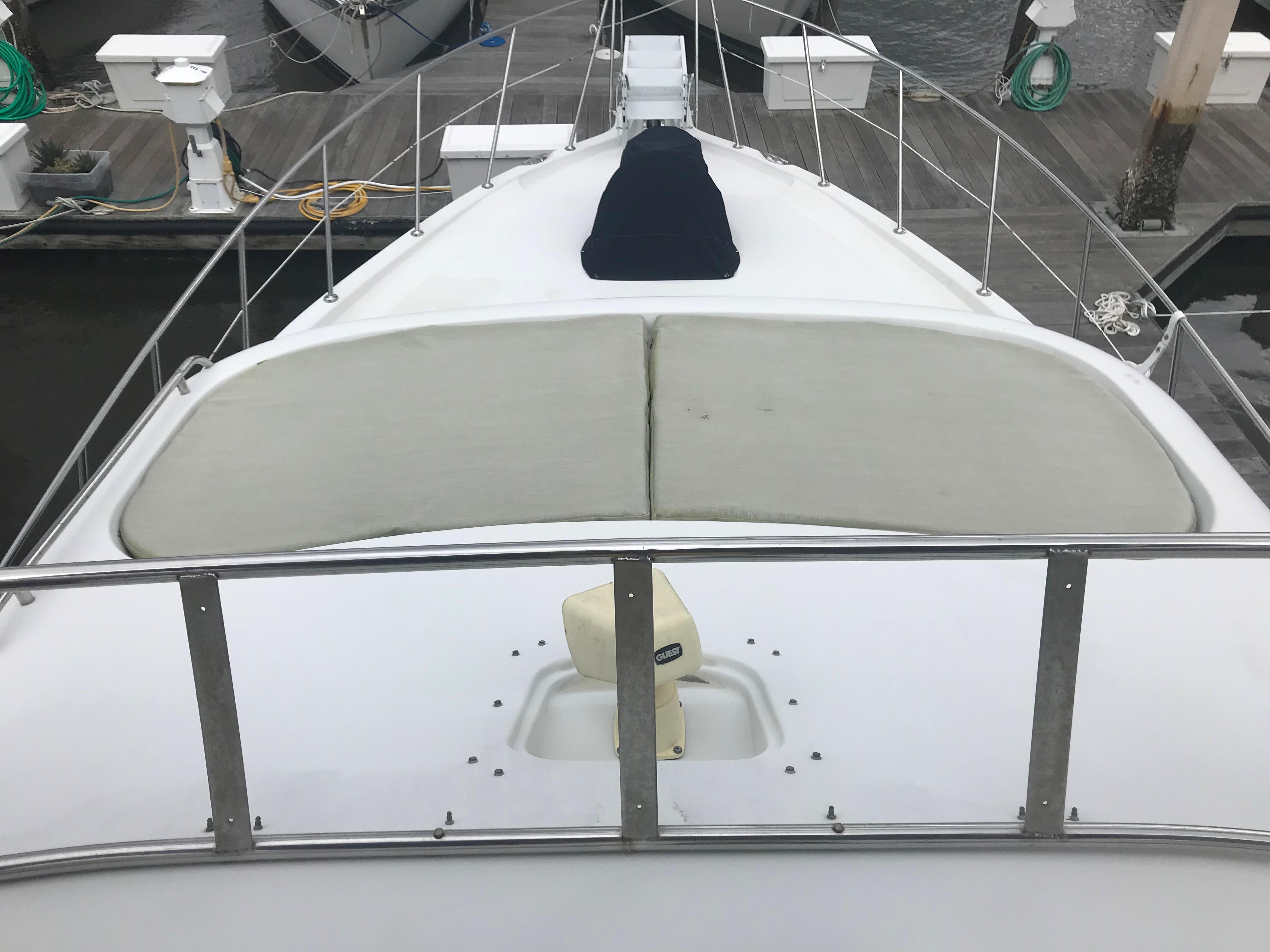 Bluewater Yachts 48 Houseboat - Forward sunpads