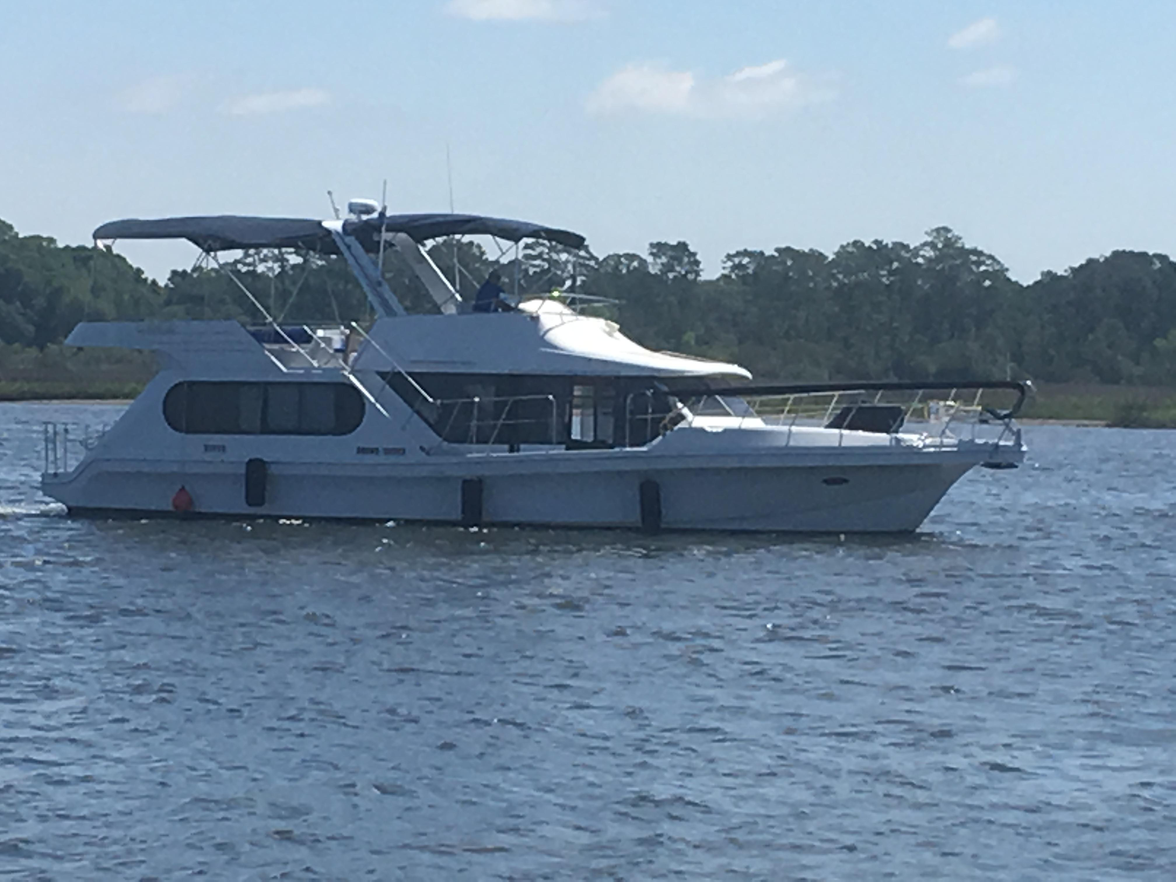 Bluewater Yachts 48 Houseboat - Starboard Profile