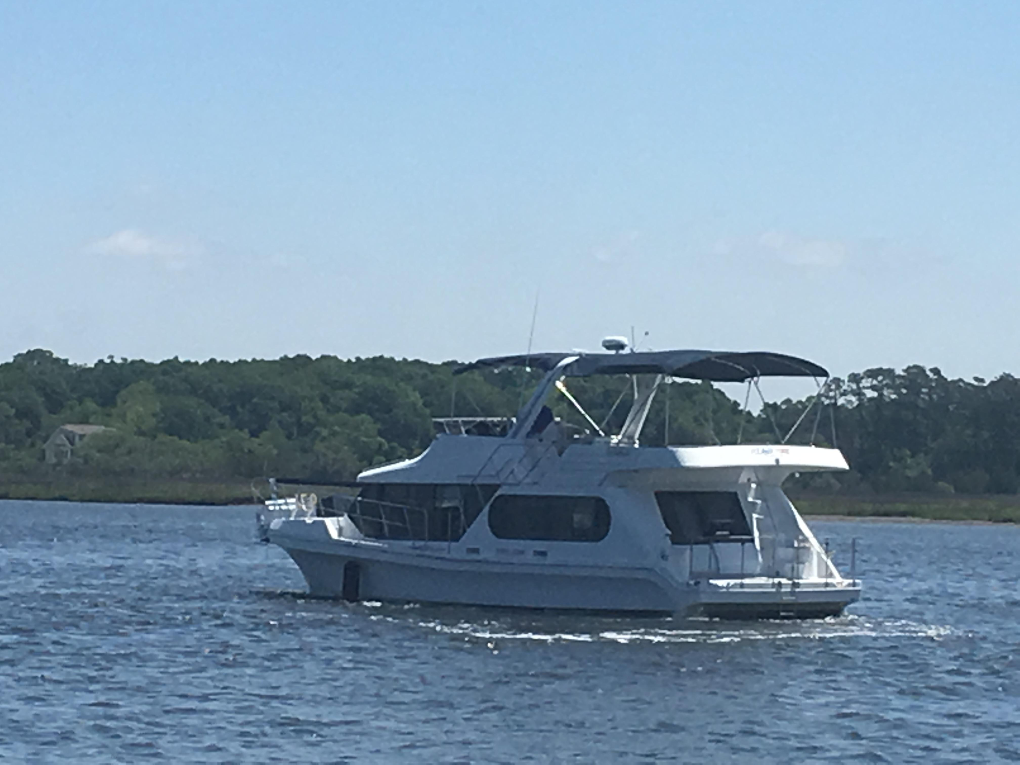 Bluewater Yachts 48 Houseboat - Port profile