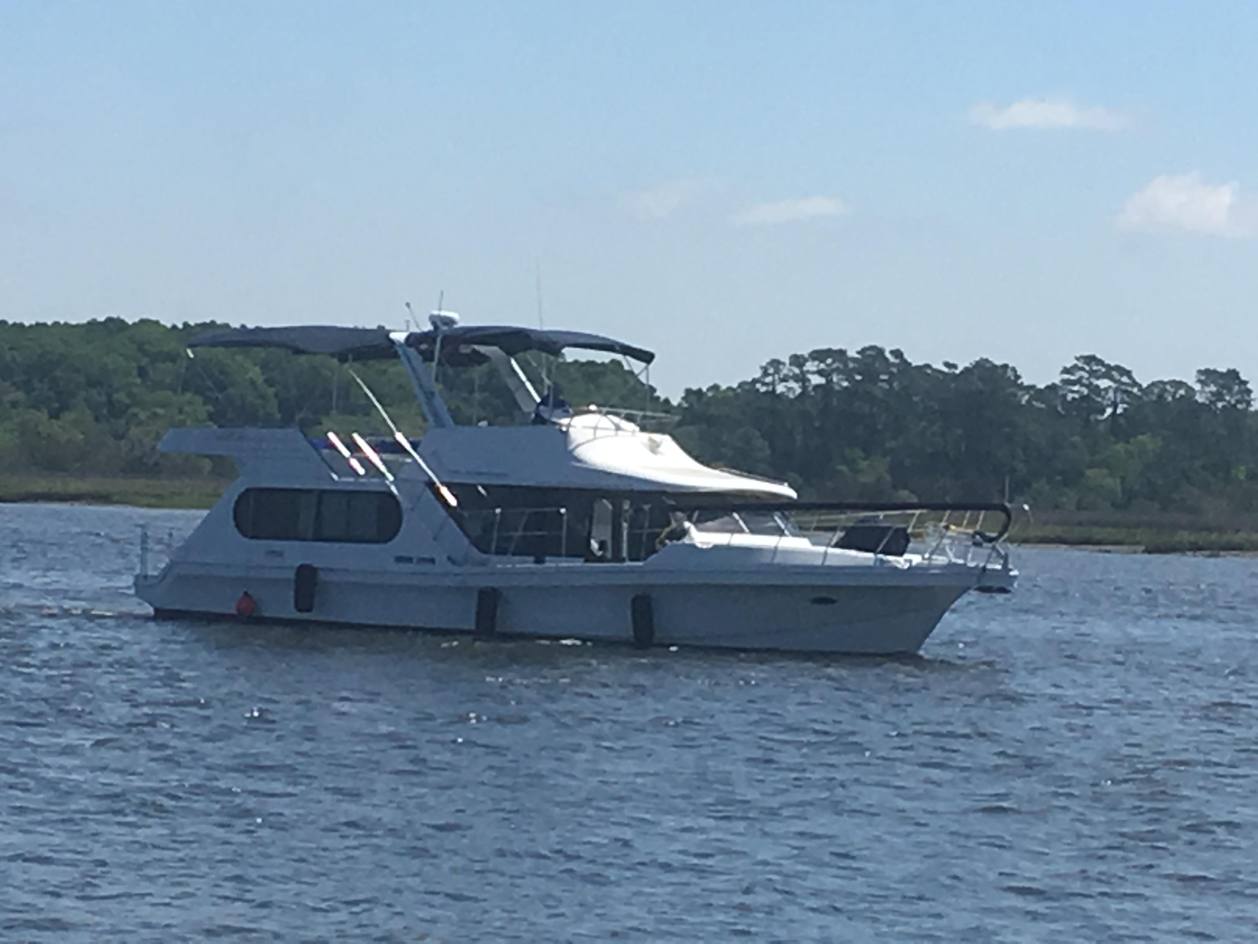 Bluewater Yachts 48 Houseboat - Profile