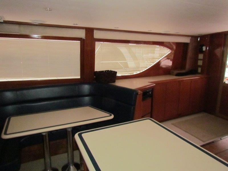 Salon Dinette Starboard View
