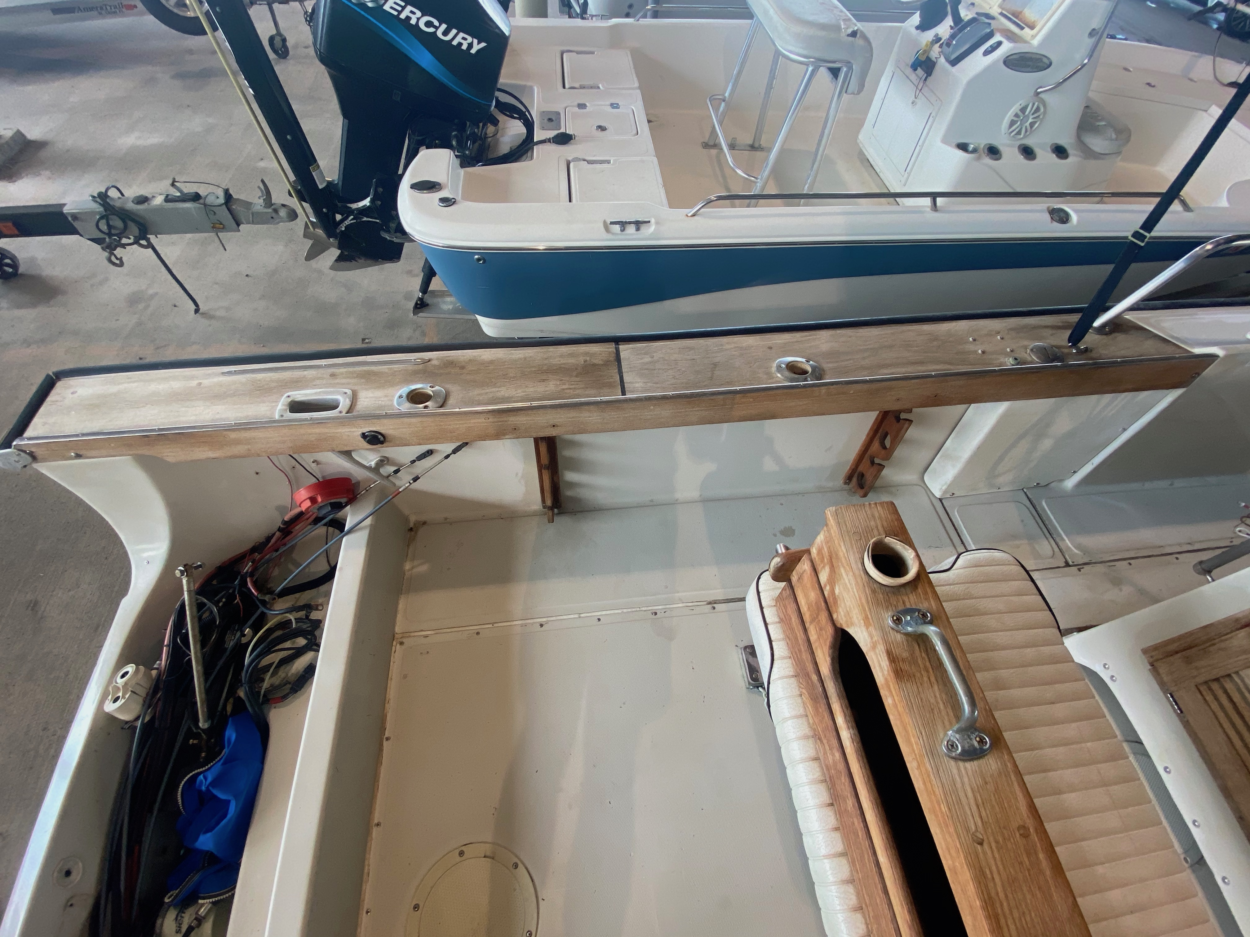 1989 Boston Whaler boat for sale, model of the boat is Outrage 20 (HULL & TRAILER) & Image # 6 of 8
