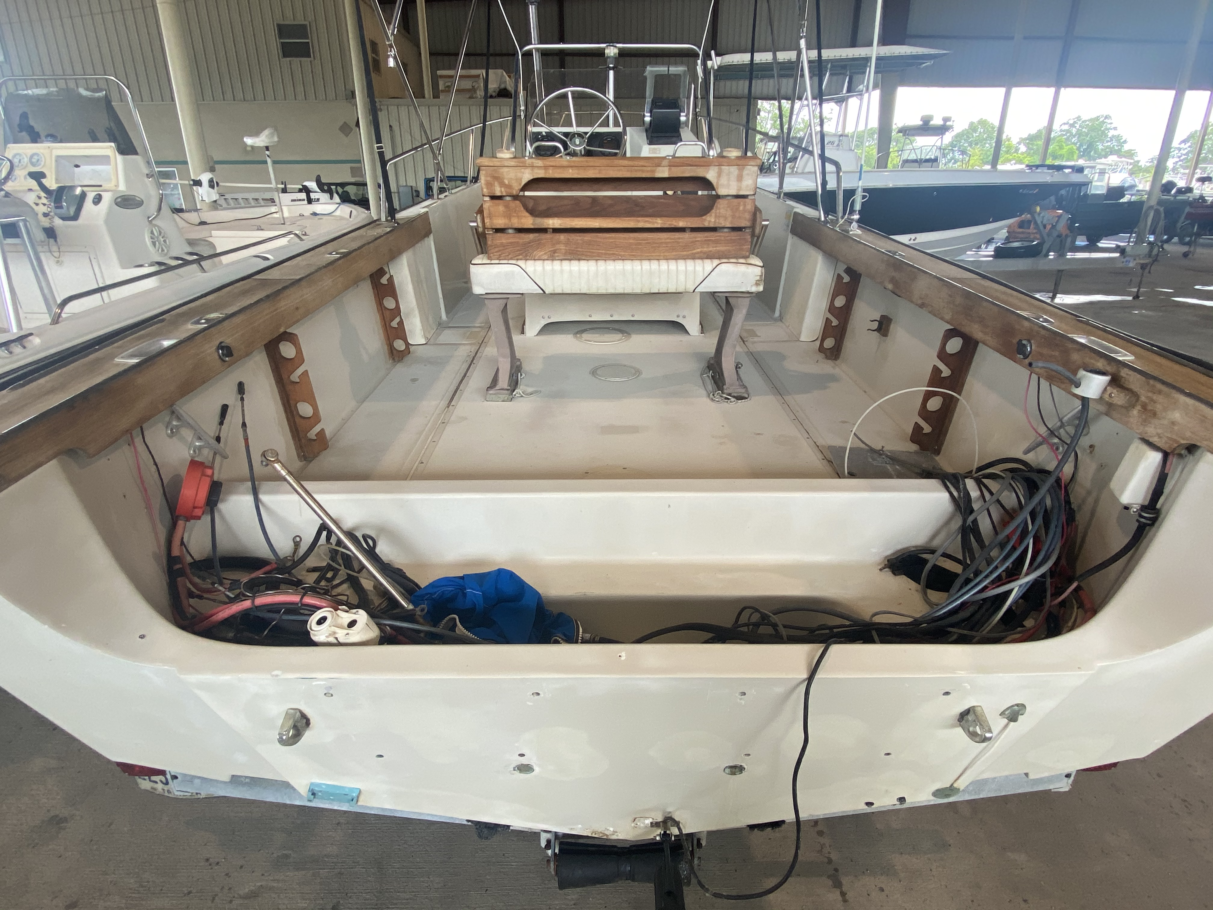 1989 Boston Whaler boat for sale, model of the boat is Outrage 20 (HULL & TRAILER) & Image # 8 of 8