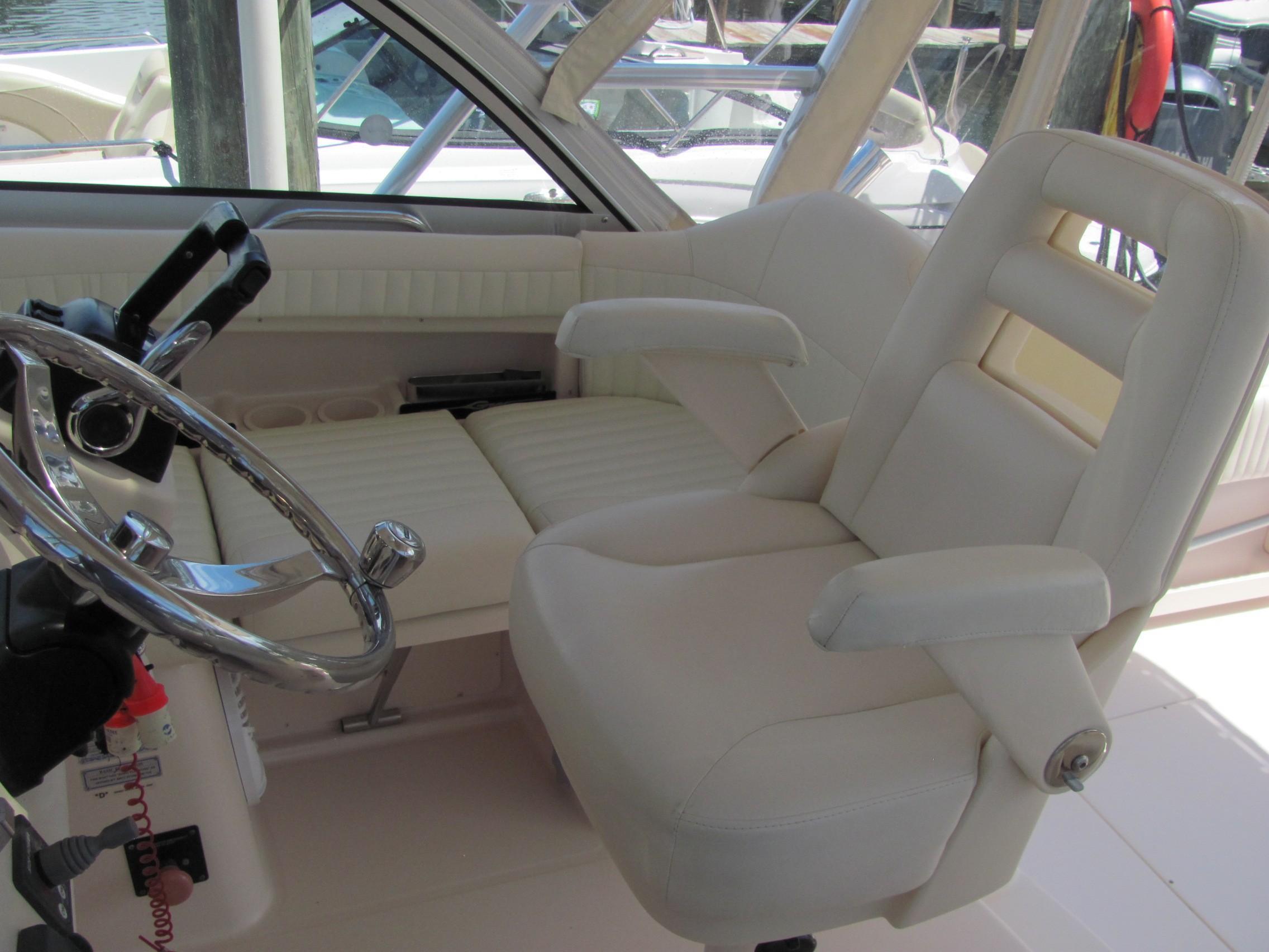 2007 Grady-White 305 Express 30'