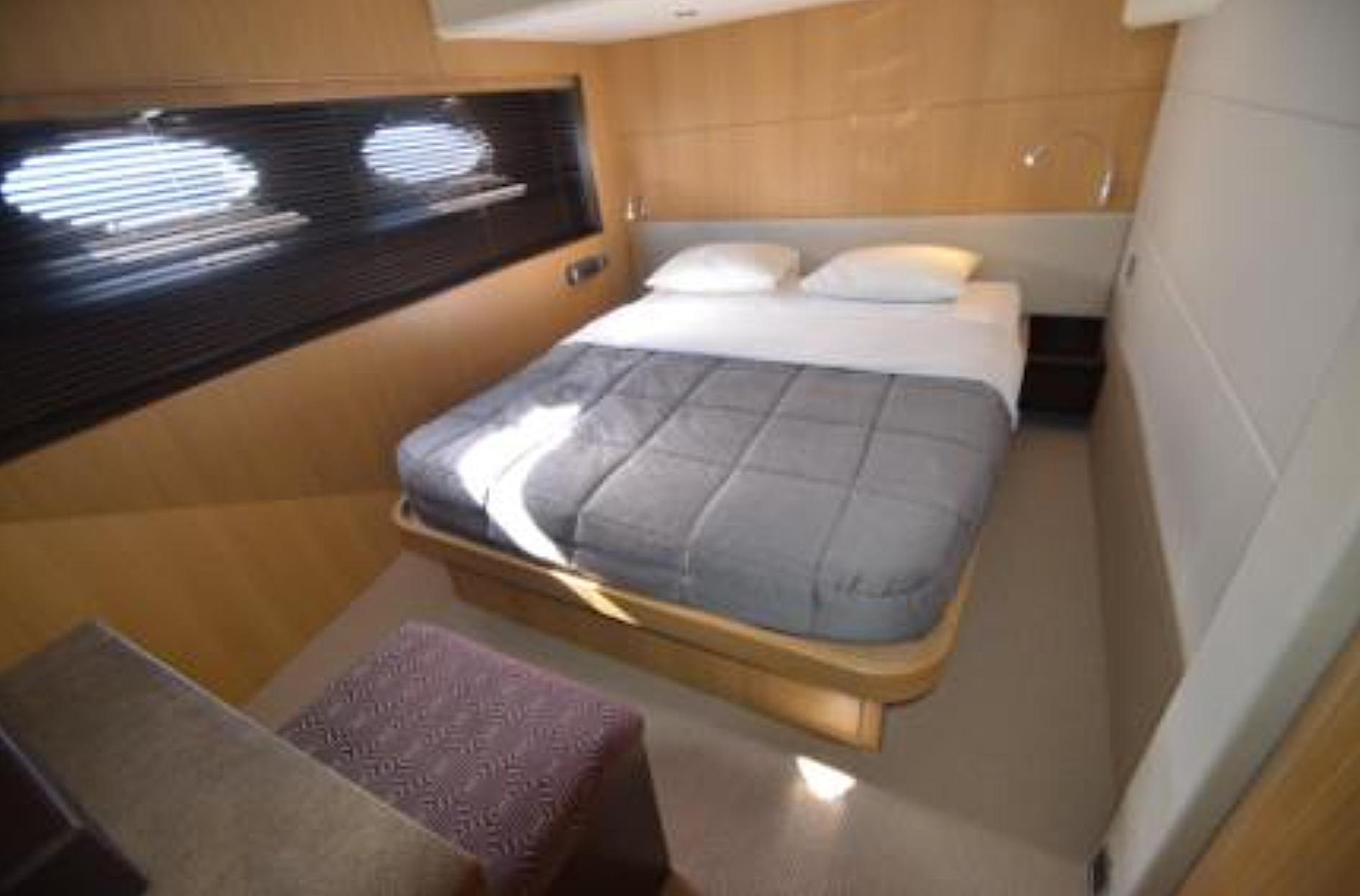 Starboard Guest Cabin - Princess 78 Motor Yacht