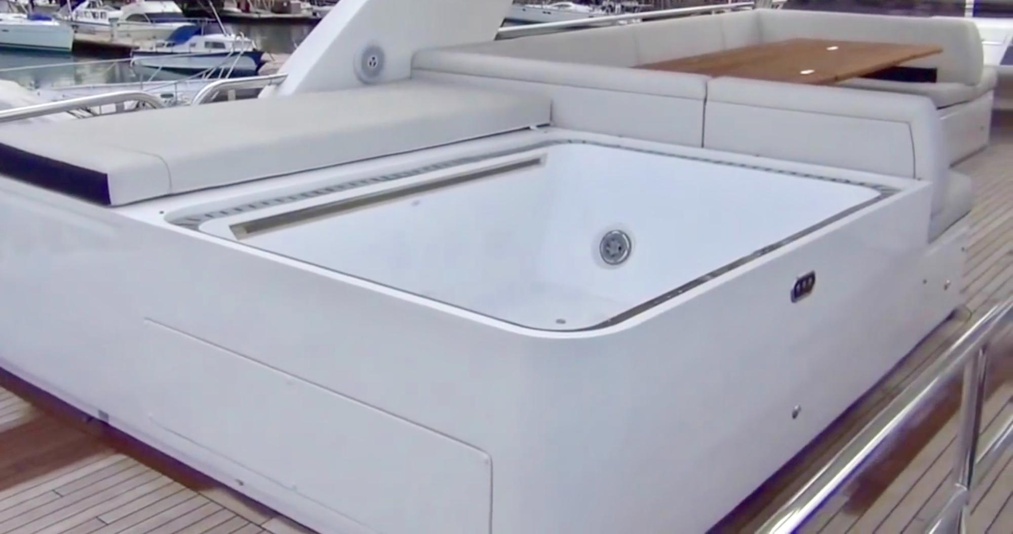 Jacuzzi at Flybridge