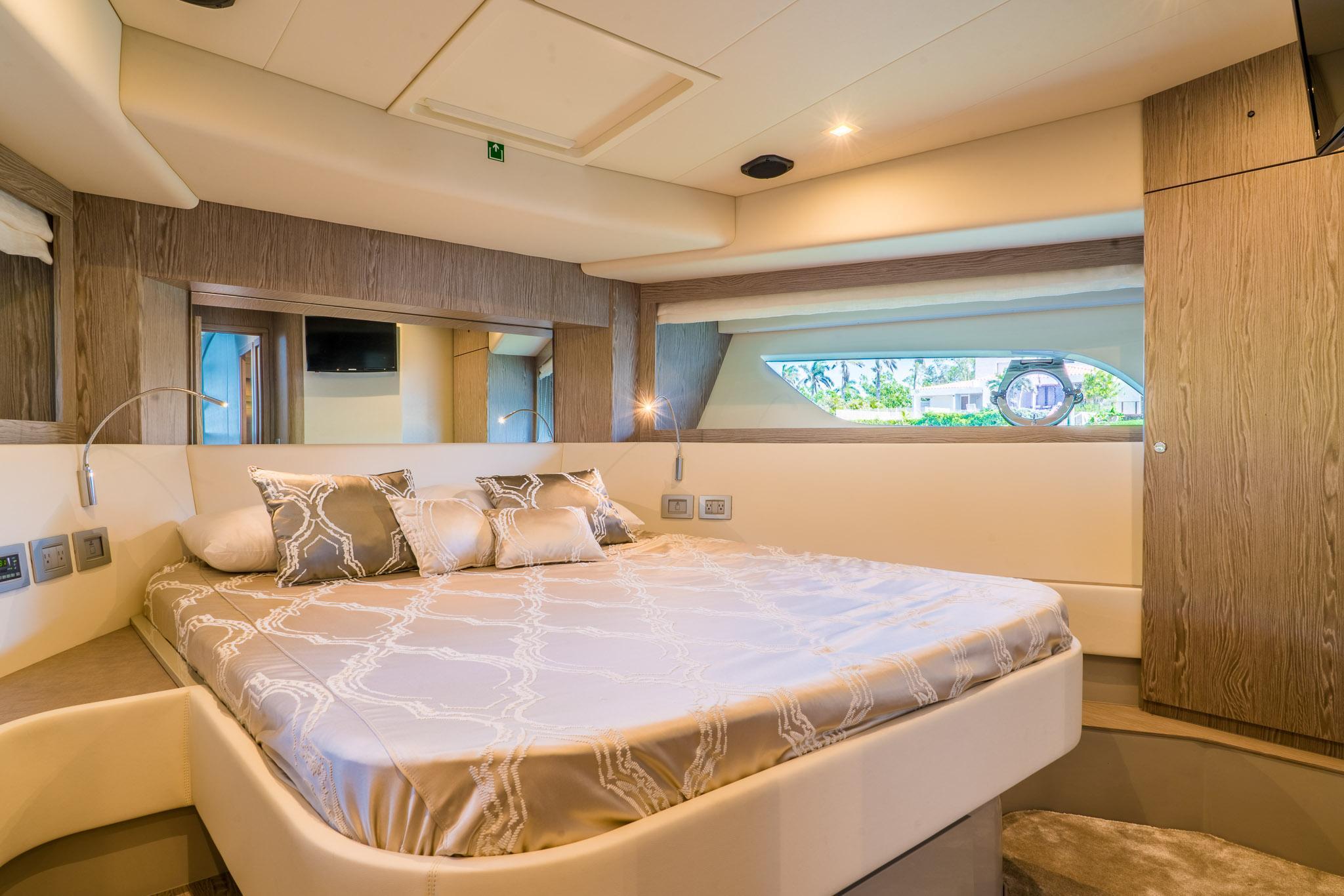 2016 Ferretti 650 - VIP