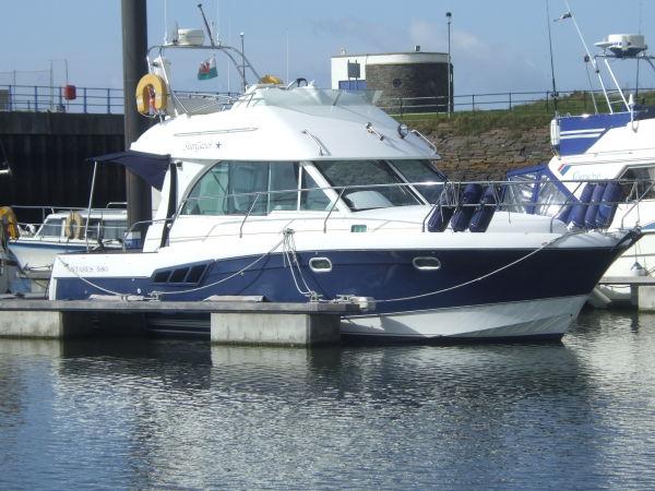 2004 Beneteau Antares 9.80 Flybridge Motor Cruiser.