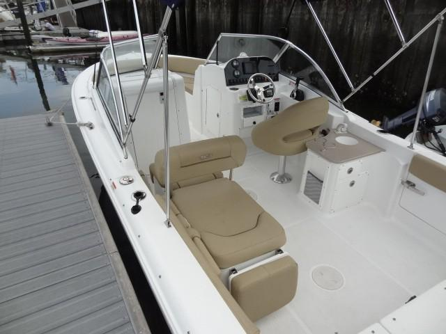 2017 Sea Hunt 235 Escape Dual Console
