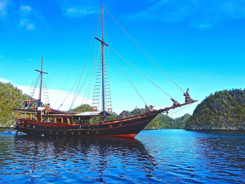 102ft 2015 Phinisi Cruising in Indonesia