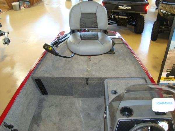 2021 Tracker Boats boat for sale, model of the boat is BASS TRACKER® Classic XL & Image # 7 of 13