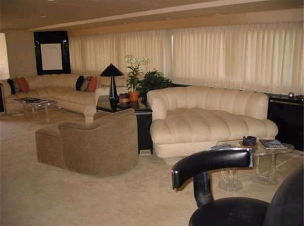 Huge Main Salon 2009