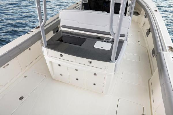 2020 Mako boat for sale, model of the boat is 414 CC Family Edition & Image # 30 of 113