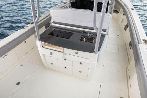 2020 Mako boat for sale, model of the boat is 414 CC Family Edition & Image # 34 of 113