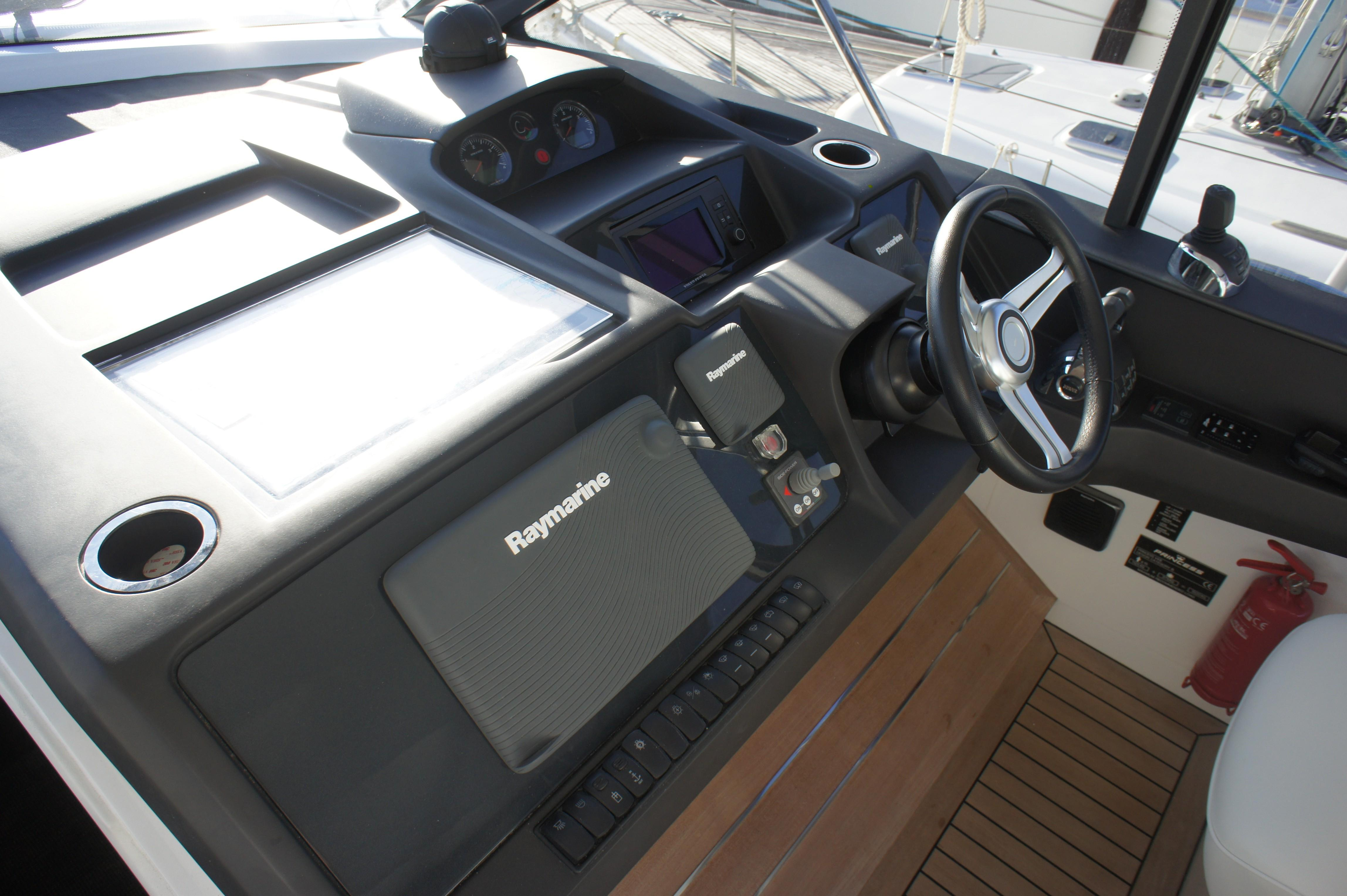 Used Princess V48 for sale in Menorca - Clearwater Marine
