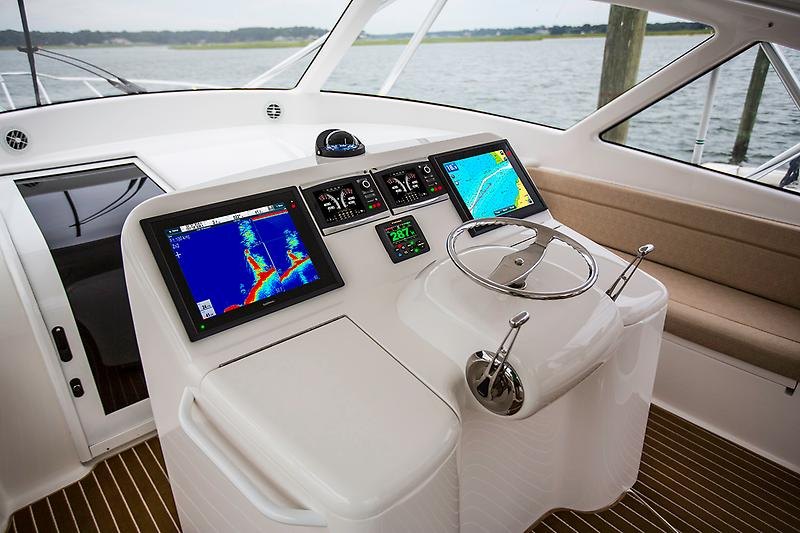 2015 Viking 42 Open, Helm picture 4