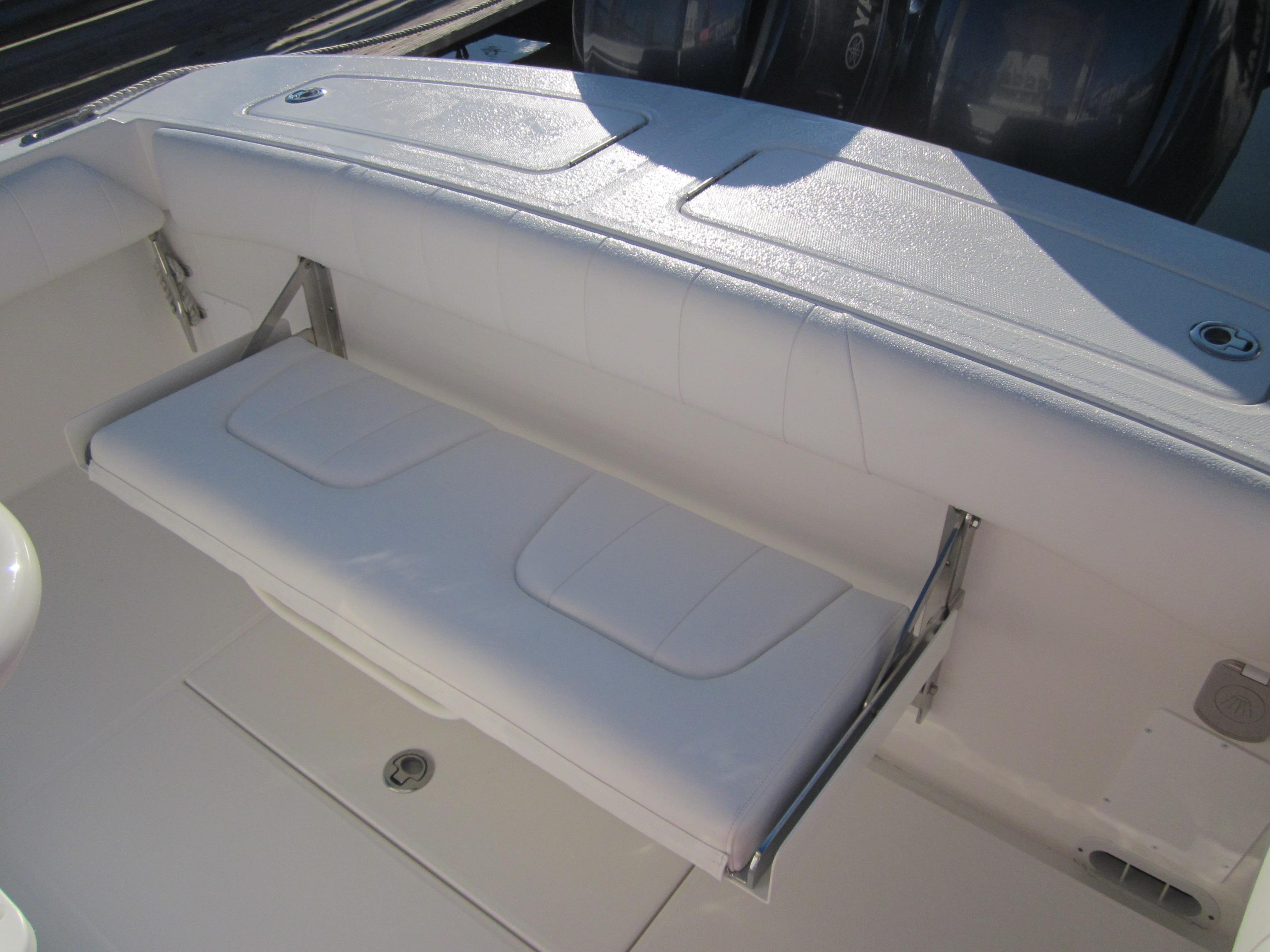 Regulator 25FS Center Console