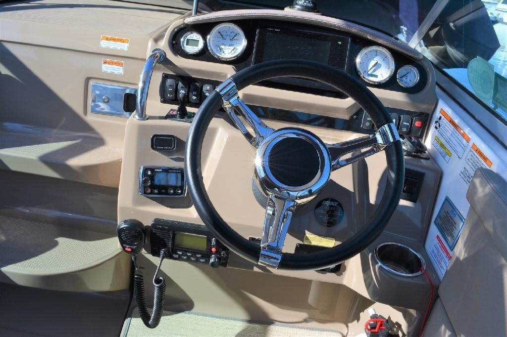 Regal 28 Express - Helm