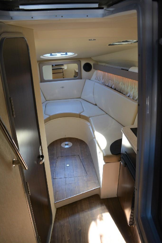 Regal 28 Express - Cabin
