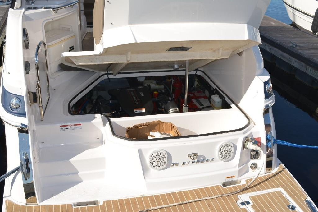 Regal 28 Express - Forward Opening Electric Hatch