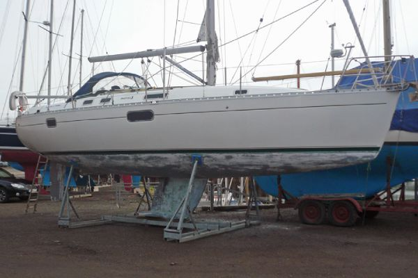 Beneteau Oceanis 351 boat for sale