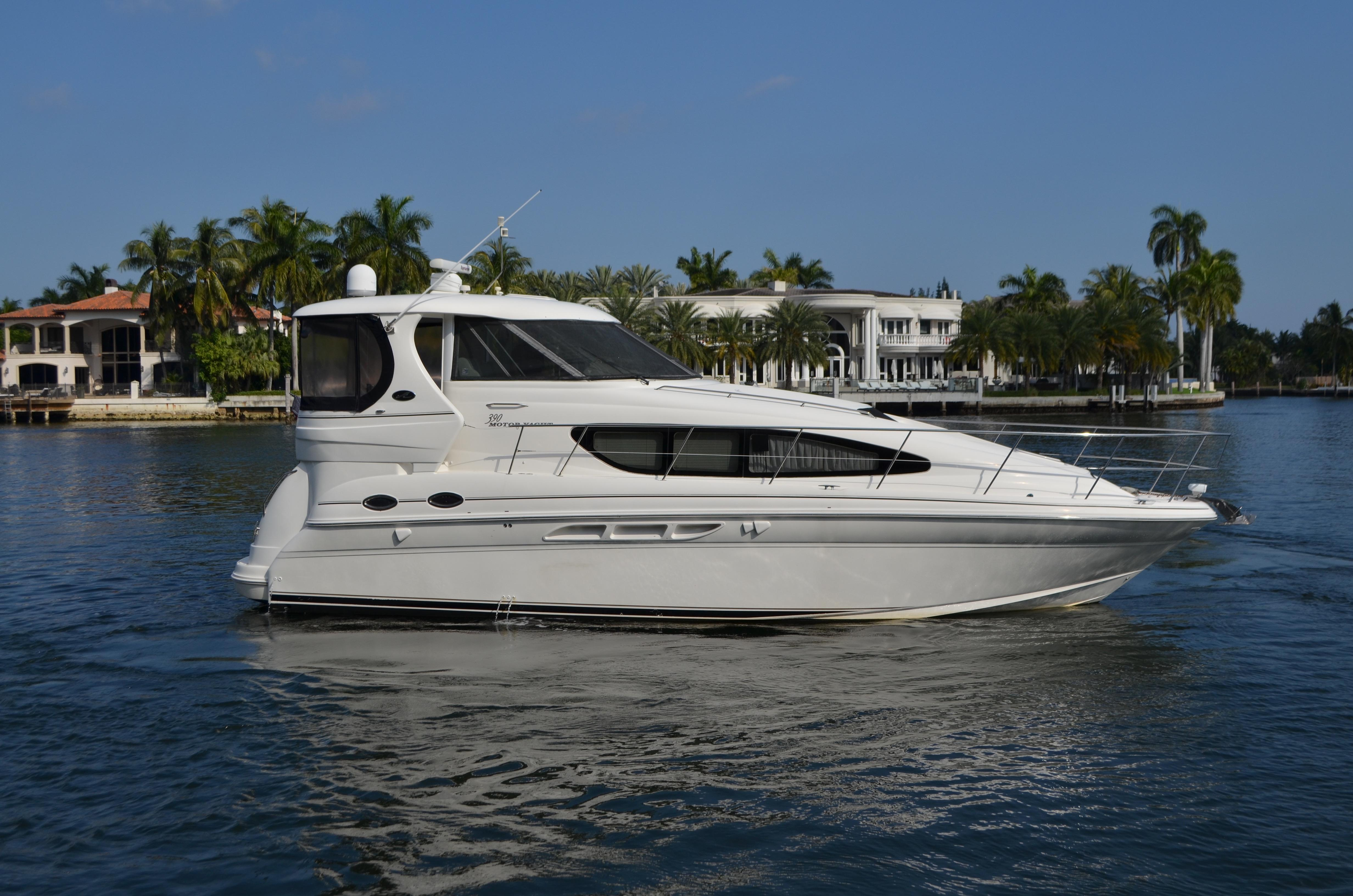 Sea Ray Motor Yacht