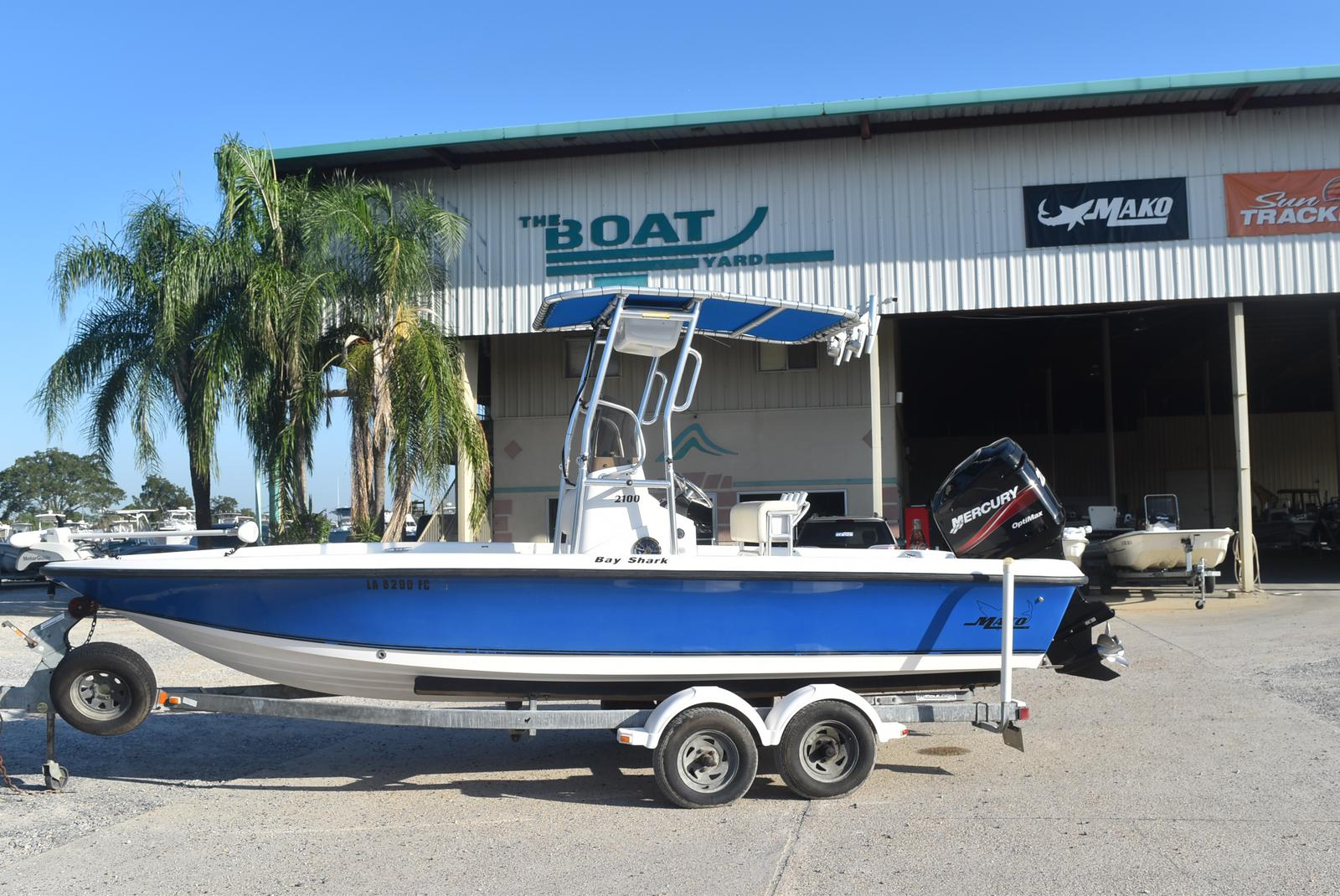 2000 Mako boat for sale, model of the boat is 2100 & Image # 1 of 9