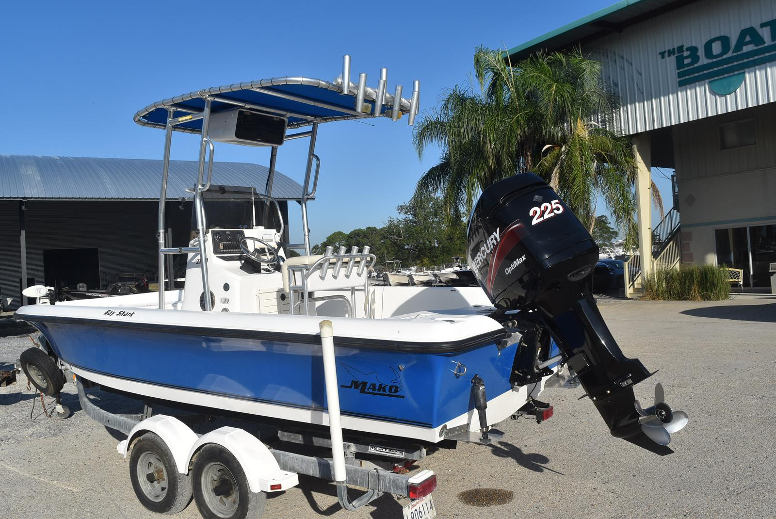 2000 Mako boat for sale, model of the boat is 2100 & Image # 2 of 9