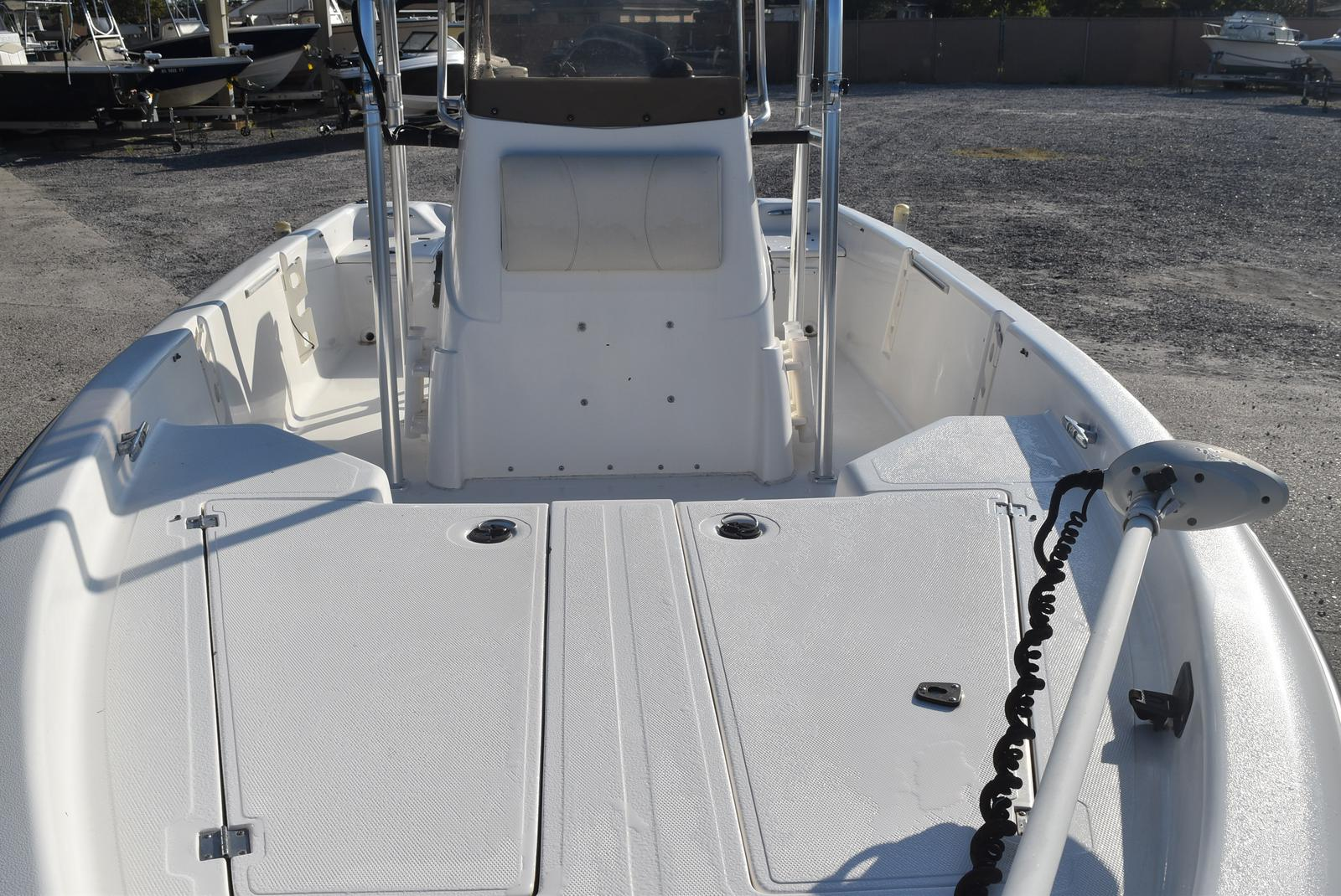 2000 Mako boat for sale, model of the boat is 2100 & Image # 4 of 9