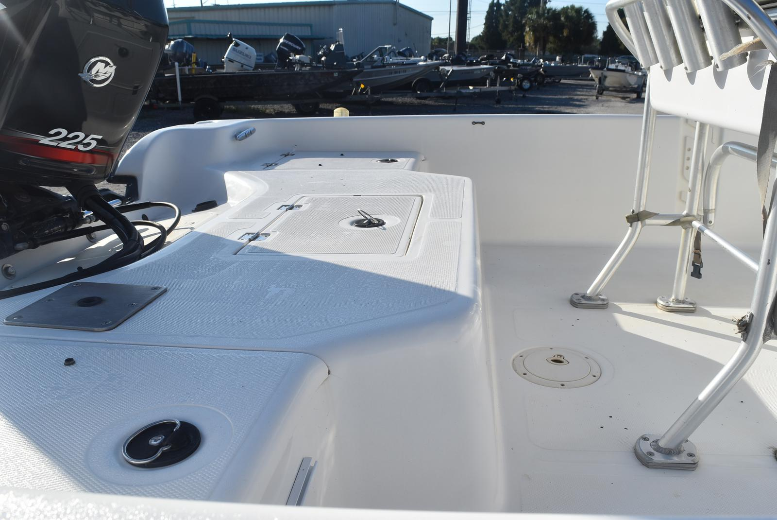 2000 Mako boat for sale, model of the boat is 2100 & Image # 7 of 9