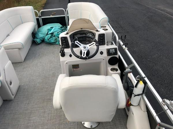 2018 Qwest boat for sale, model of the boat is 821 RLS & Image # 19 of 25