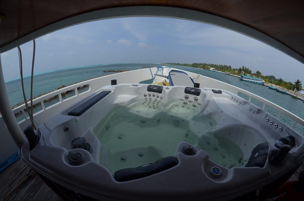 Custom 110 Motor Yacht Jacuzzi