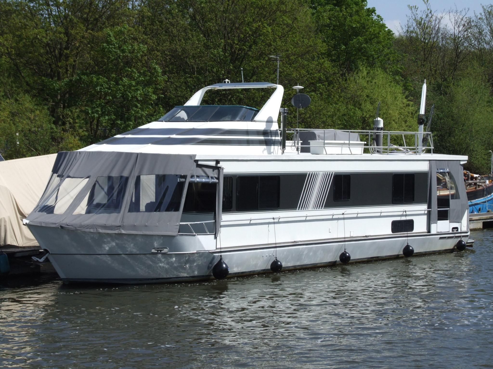Monticello River Yacht 60