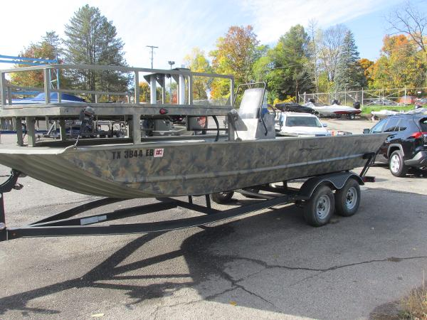 2017 Tracker Boats boat for sale, model of the boat is Grizzly 2072 CC Sportsman & Image # 1 of 27