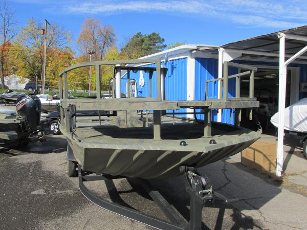 2017 Tracker Boats boat for sale, model of the boat is Grizzly 2072 CC Sportsman & Image # 3 of 27